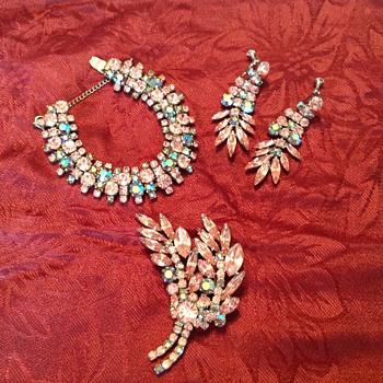 Beautiful set  - Costume Jewelry