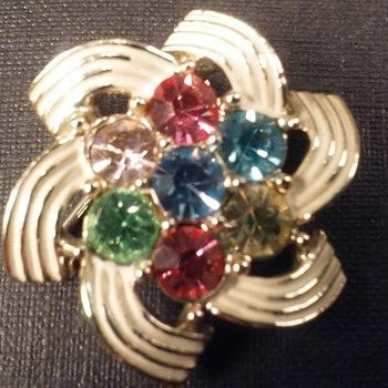 Sarah Coventry pastel pin - Costume Jewelry