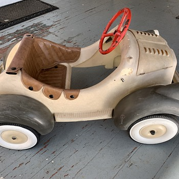 Vintage childs electric ride on car,anyone know who made it,age etc - Toys