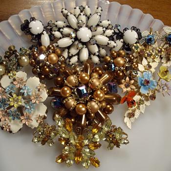 Brooch & Earring Demi Sets. - Costume Jewelry