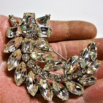"Vintage Brooch"" Eva Scheel"" from Toronto, Canada - Costume Jewelry"