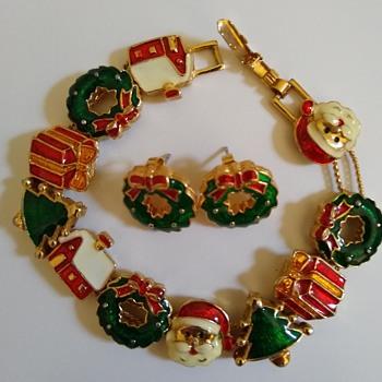 Christmas bracelet!  - Costume Jewelry