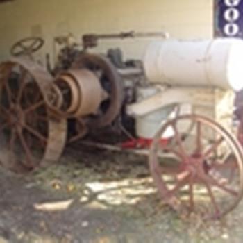 1919 IHC 10-20 chain drive Titan - Tractors