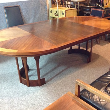 Newbie Here, Anyone know the design and maker of this MCM table?
