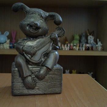 Metallic piggy bank bunny with guittar - Animals
