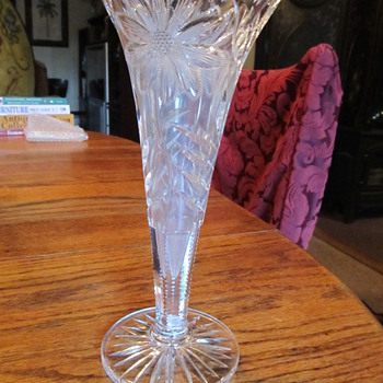 Spectacular Glass Vase.  Can anyone identify the maker? - Glassware
