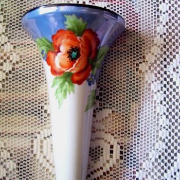 NORITAKE  (M) LUSTER POPPY WALL POCKET - Pottery