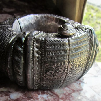 ANTIQUE STERLING SILVER ASIAN MYSTERY BRACELET  - Silver