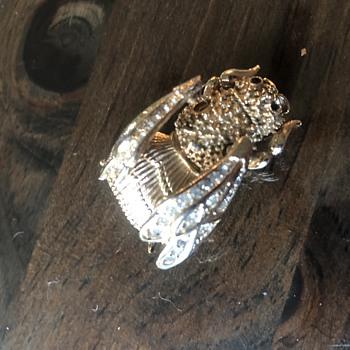 Corocraft trembler bee - Costume Jewelry