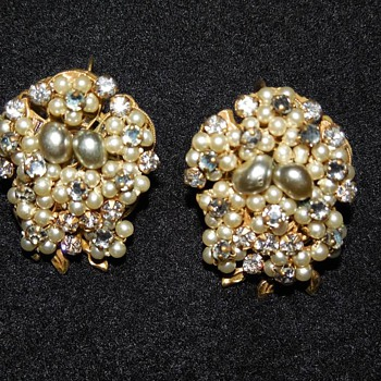 Roberts Originals Clip On Pearl and Rhinestone - Costume Jewelry