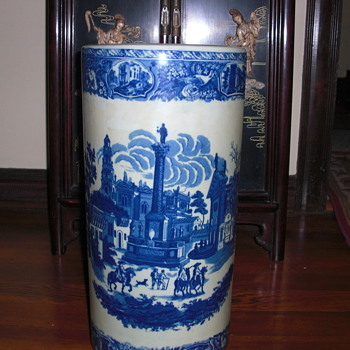porcelain umbrella stand, United Wilson mark - Asian