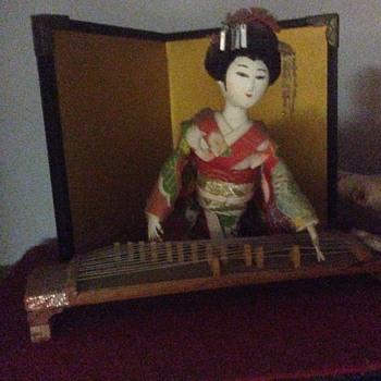 Japanse geisha ethnic doll playing koto