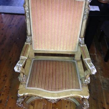 beautiful old chair...info - Furniture