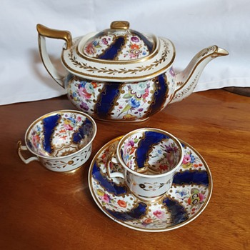 Hicks & Meigh Gilded Ironstone Teapot, cups and saucer - Early 19th C  - China and Dinnerware