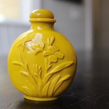 Yellow Glass Snuff Bottle