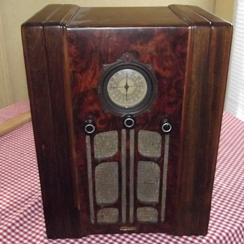 Farm radio found in the same old house - Radios