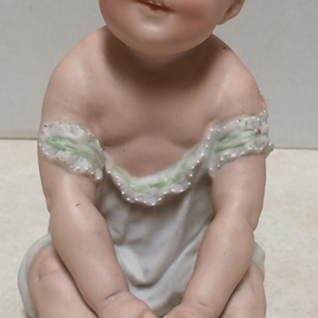 Heubach Germany Piano Baby - Figurines