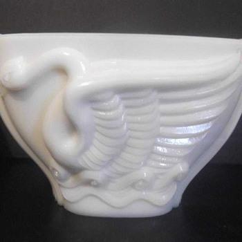 MacBeth Evans swan vase - Glassware