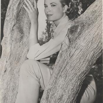 Grace Kelly Candid Photo (1954)  - Photographs
