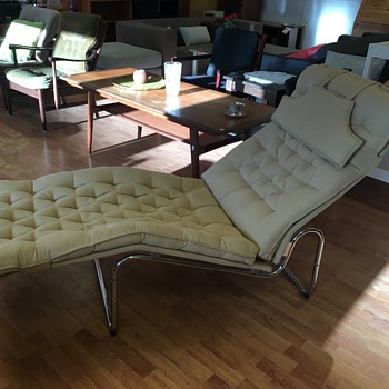 Does anyone identify this lounge chair?