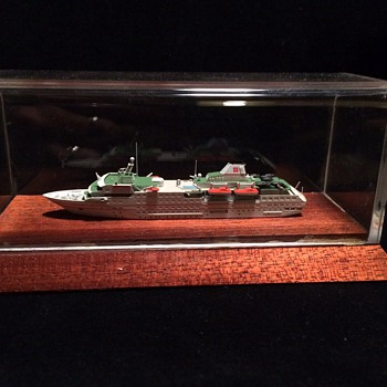 M/S HANSEATIC  CRUISE SHIP MODEL IN ACRYLIC CASE   - Advertising