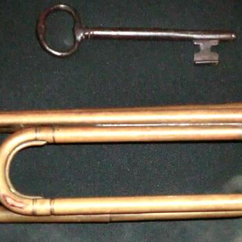Civil War bugle - Military and Wartime
