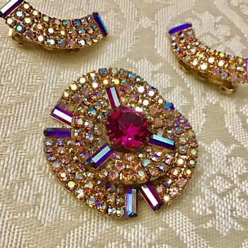 Brooch and earrings set - Costume Jewelry