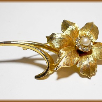 Brooch - ( signed Boucher ) - Flower of the Month- Narcissus Flower - Costume Jewelry