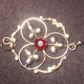1900 pendant - Costume Jewelry