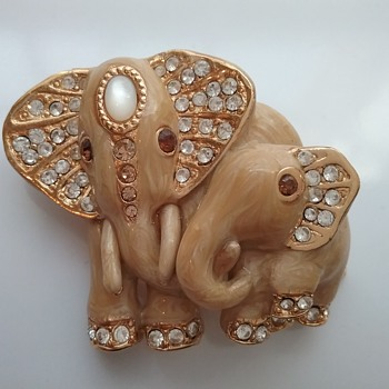 St John elephant pair brooch  - Animals