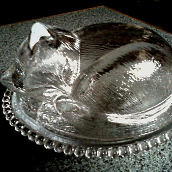 Indiana Glass Company/ Kitten Sleeping In A Basket Covered Dish/ Circa 1950-60