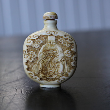 Wise Man Ivory Carved Snuff Bottle