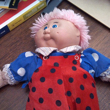 how old is this cabbage patch doll and what is it worth - Dolls