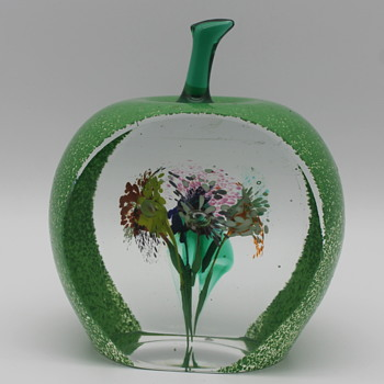 Delicious apple of green glass from Japan - Art Glass