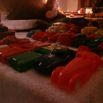 Dime store cars from the 50's and 60's in various scales lacking only detail. - Model Cars