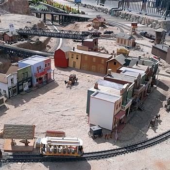 Wrapping Up the Garden Railway at the Fairplex - Model Trains
