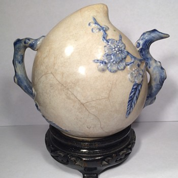 Incredible 15th century Chinese porcelain water dropper form of peach - Asian