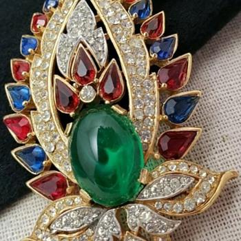 Rare Crown Trifari  1965 Jewels of India Brooch - Costume Jewelry
