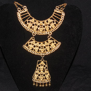 Large Vintage Gold Tone Egyptian Style Necklace Unmarked - Costume Jewelry
