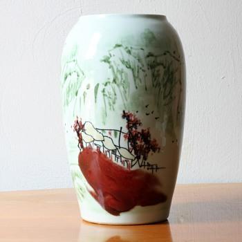 Jingdezhen 2001 vase with unusual decoration - Asian