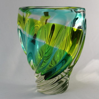 Iwatsu Japan vase 1970s - Art Glass