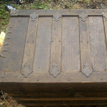My Mystery Trunk! Possibly from Ireland?  - Furniture