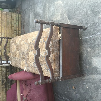 Need help identifying vintage pull out daybed
