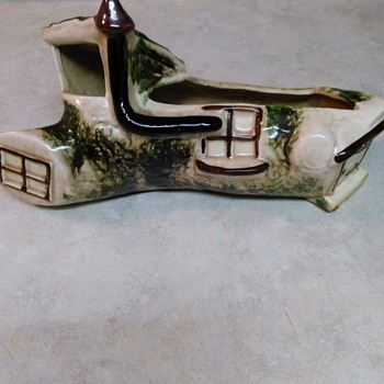 TREE HOUSE PLANTER - Pottery