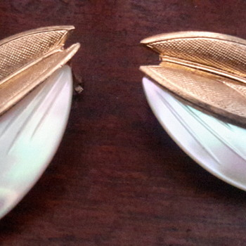 1950s mop gold tone clip on earrings - Costume Jewelry