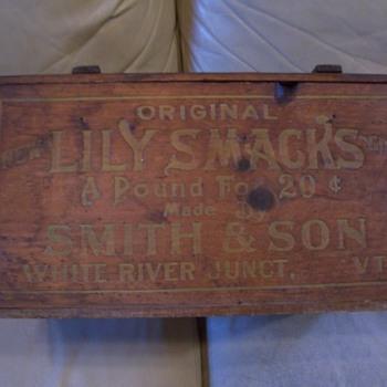"Vintage shipping box-""LILY-SMACKS""  - Advertising"
