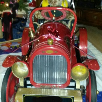 Pedal Fire truck no 8 - Toys