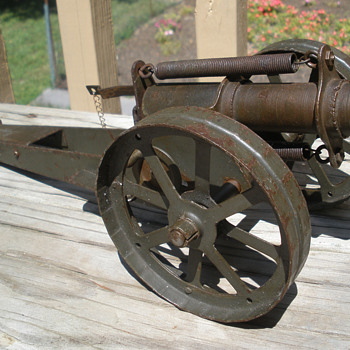 Massive Pressed steel cannon made by D. N. Carlin of Pittsburgh. 1910s-20s - Toys