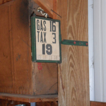 1920's Pricer Box? - Petroliana