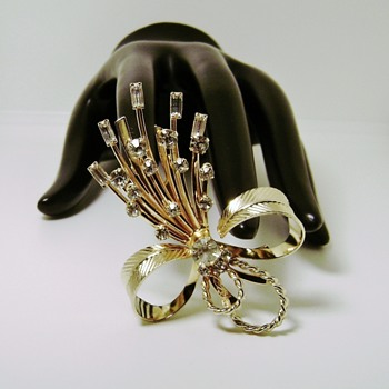 Sarah Coventry Brooch - Vogue - Costume Jewelry